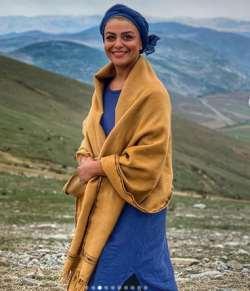 شبنم فرشادجو در حال تفريح در کوه