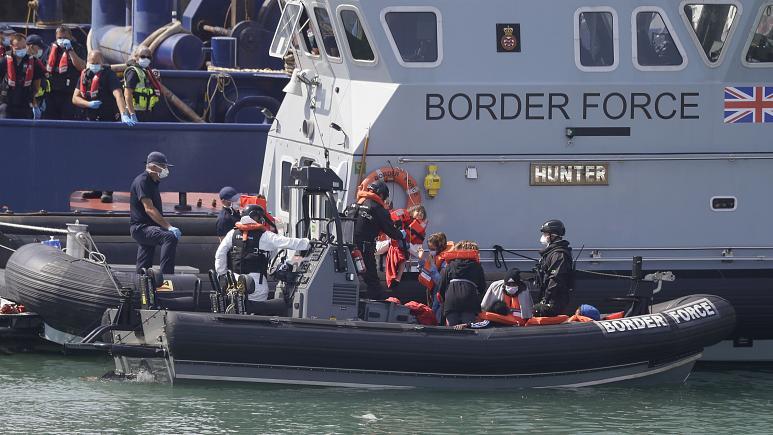 چاره ای برای جلوگیری مهاجرانی که از کانال مانش عبور میکنند