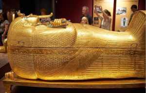 تابوتي ساخته شده از طلا