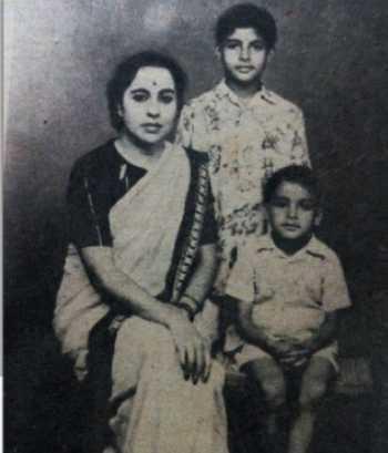 عکس خيلي قديمي از آميتاب باچان بازيگر معروف هندي / Amitabh Bachchan