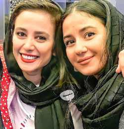 عکس دونفری الناز حبیبی و خواهرش