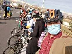 خانم هاي دوچرخه سوار در ميدان آزادي تهران