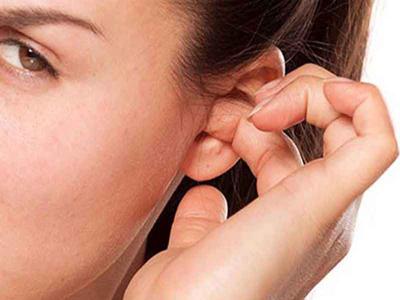ایجاد جوش در گوش, جوش سر سیاه در گوش