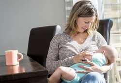 چه زماني کودک شروع به صحبت مي کند؟