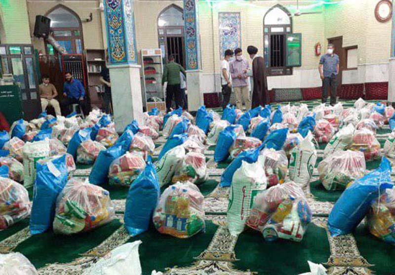 اهدای هفتاد بسته معيشتی در محله