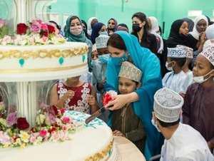 همسر سلطان عمان به ديدن کودکان بي سرپرست رفت