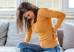 درمان کمر درد با انگور | تسکين کمر درد با اين ميوه