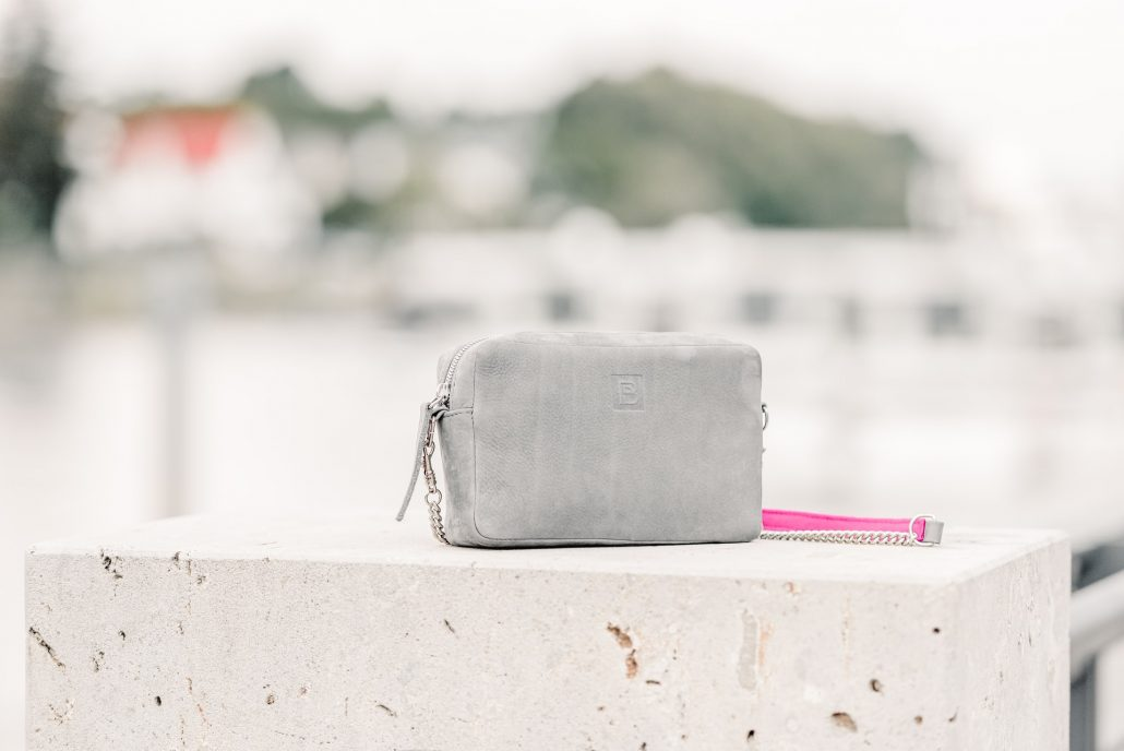 https://rozup.ir/view/3329029/girl-handbag-silarmag-5.jpg