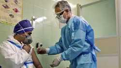 همه کادر درمان ملاير واکسينه شدند