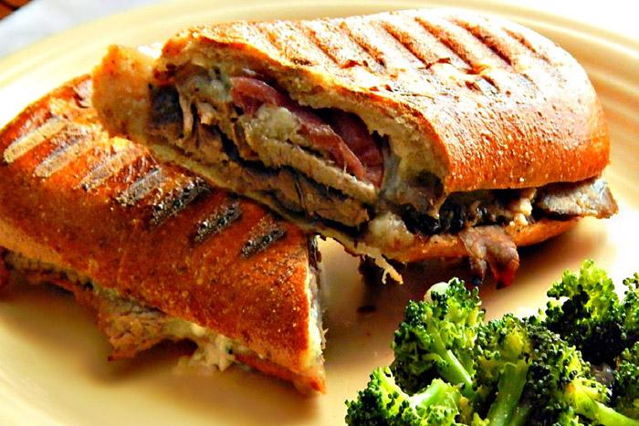 ساندویچ گریل شده ایتالیایی