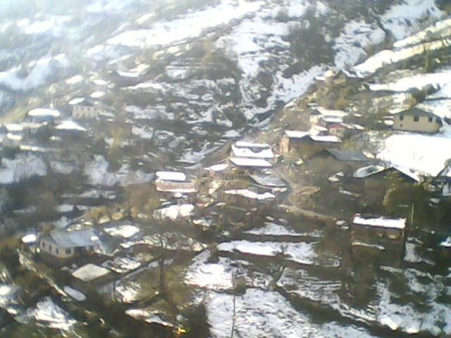 برف در پاییز94 دهکده ی گلامره را سفید پوش کرده است